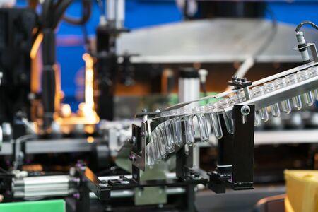 Foto für Plastic bottle hot blow manufacturing, bottle blow mold, bottle production machine - Lizenzfreies Bild