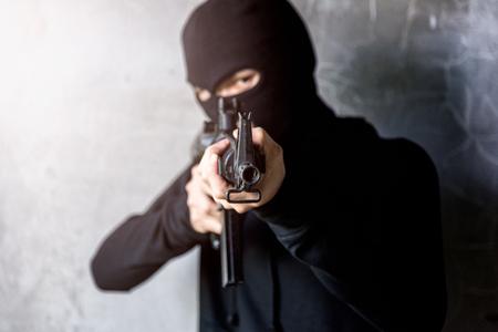 Photo pour Young Gunman killer was aiming his M16 gun focus at gun tip - image libre de droit