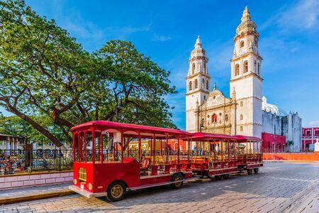 Photo pour Campeche, Mexico. Independence Plaza in the Old Town of San Francisco de Campeche. - image libre de droit