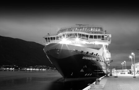 Norway black and white ship background hd