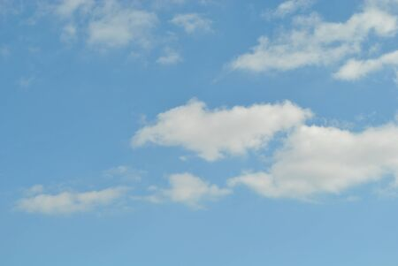 Photo pour Cloudy nice sky at midday with sun bright - image libre de droit