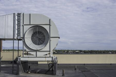 Photo pour Commericial ventilation fan on a rooftop of a high rise building side view - image libre de droit