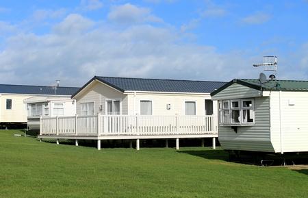Foto de Scenic view of a caravan trailer park in Summer, Scarborough, England. - Imagen libre de derechos