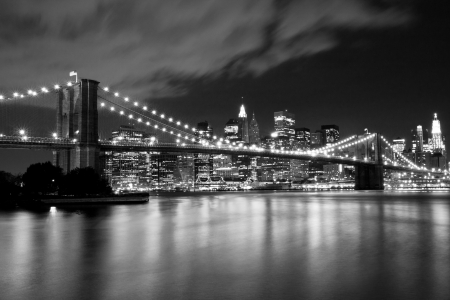 Brooklyn Bridge in black and white  Night scene