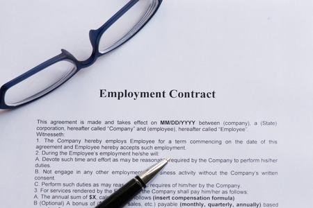 Foto de employment contract  on the white paper with pen - Imagen libre de derechos