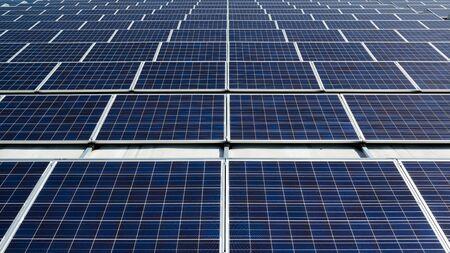 Photo pour field of solar panels on a rooftop - image libre de droit