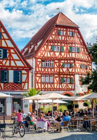 FachwerkhÀuser am Marktplatz in Ladenburg in Baden-WÌrtemberg, Deutschland