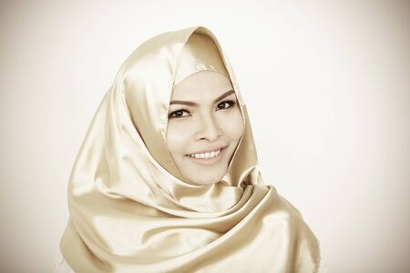 Photo pour Smiling girl in hijab covering beautiful with happiness and color wall - image libre de droit