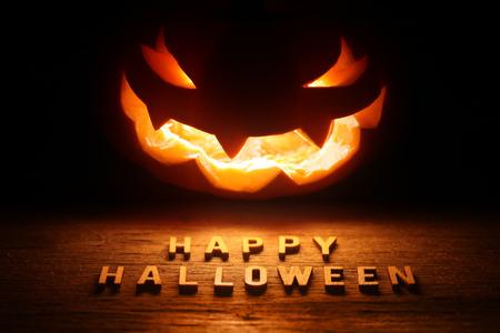 Foto de Spooky Halloween background with jack o lantern - Happy Halloween - Imagen libre de derechos