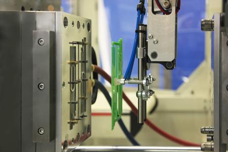 Photo pour injection molding machine ejects the finished part - image libre de droit