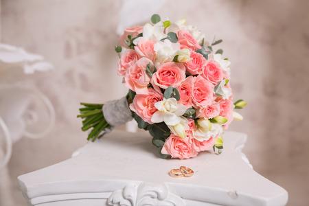 Foto de Two wedding rings and spring blossoms. Wedding concept. - Imagen libre de derechos
