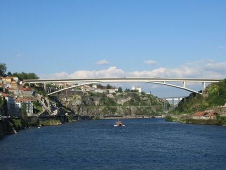 Photo pour Puente do Infante over the River Douro in Porto, Portugal - image libre de droit