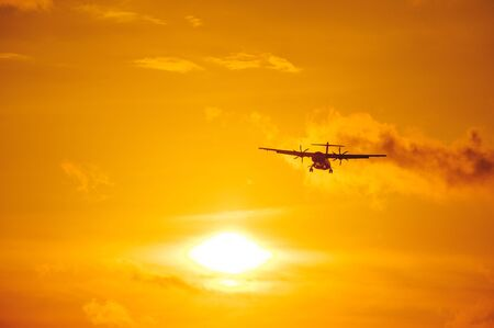 Foto de Silhouette of a passenger airliner in the sky during sunset. Airplane in the sky. Take-off and landing, transport and commercial passenger transportation concept. Travel and flights. - Imagen libre de derechos