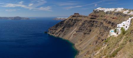 Photo pour View from Fira village to caldera sea at Santorini island, Greece - image libre de droit