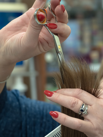 The position of the scissors when cutting hair. The technique of cutting hair with scissors.
