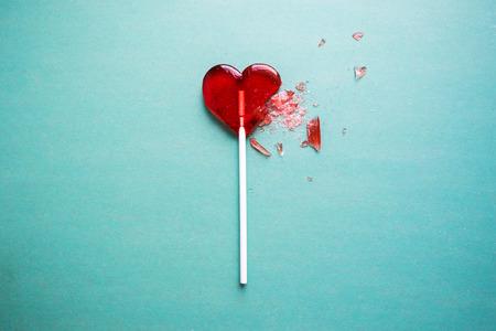 Photo pour broken heart lollipop - image libre de droit