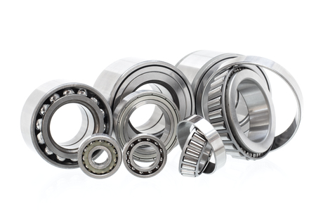 Photo pour Group bearings and rollers (automobile components) for the engine and chassis suspension - image libre de droit