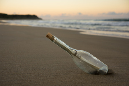 Foto de message in the bottle - Imagen libre de derechos