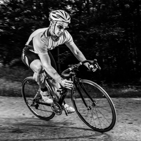 Photo pour athlete on a bike - image libre de droit
