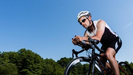 Photo pour triathlete in cycling - image libre de droit