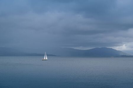 Photo pour Sailing yacht at Hebrides islands in cloudy weather. Island of Mull, Scotland. - image libre de droit