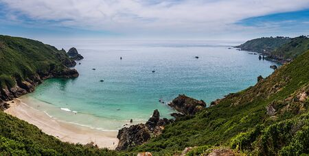 Photo pour Petit Pot bay in Guernsey during midday in the summer - image libre de droit