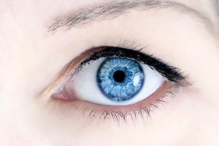 Foto de Macro of a woman's beautiful blue eyes. Extreme shallow depth of field with selective focus on center of eye. - Imagen libre de derechos