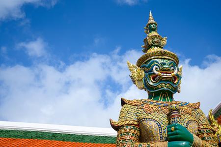 Photo pour Giant statue in Wat Phra Keaw, Royal Grand Palace in Bangkok Thailand. - image libre de droit