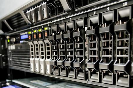 Photo pour Row of harddisk slot on the server. - image libre de droit