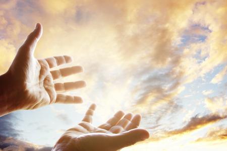 Photo pour Hands reaching for the sky - image libre de droit