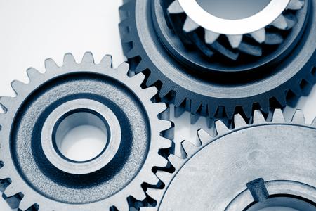Photo pour Metal cog gears joining together - image libre de droit