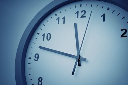 Foto de Close-up of hands on clock face - Imagen libre de derechos