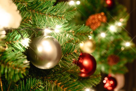 Photo pour Close up christmas tree decorated with christmas balls and light - image libre de droit