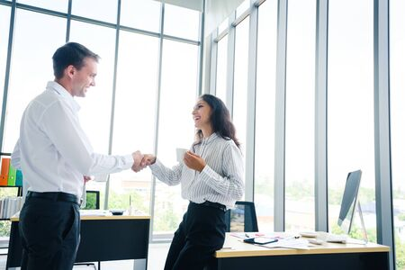 Foto de Businessman and woman shake hands agree for a new contract for both business in the future - Imagen libre de derechos