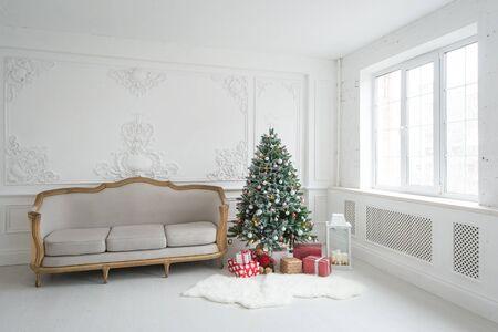 Foto de Luxury bright Baroque interior with vintage sofa and Christmas tree. - Imagen libre de derechos