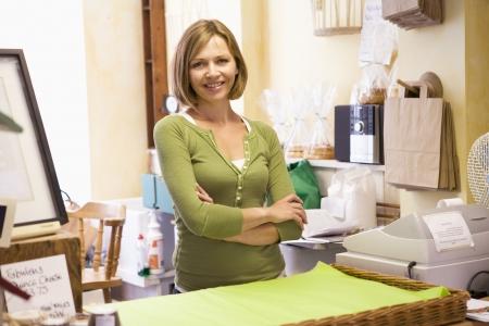 Photo pour Woman in store smiling - image libre de droit