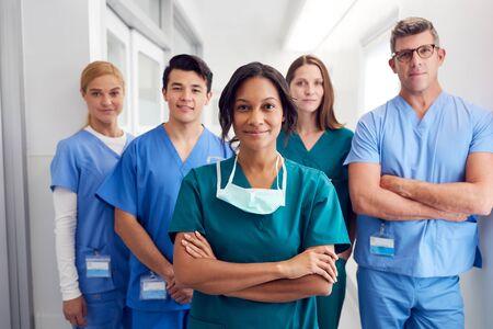 Photo pour Portrait Of Multi-Cultural Medical Team Standing In Hospital Corridor - image libre de droit