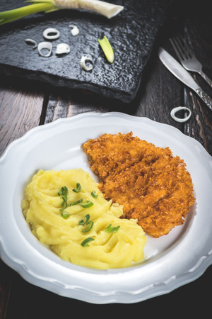 Photo pour Fried chicken steak or schnitzel with mashed potatoes on wood table - image libre de droit