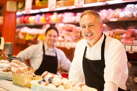 Photo pour People working in a grocery store - image libre de droit