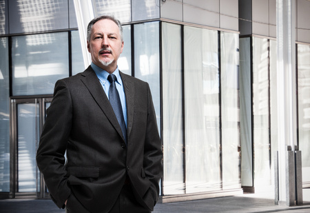Photo pour Portrait of a senior businessman - image libre de droit