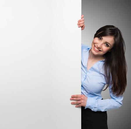 Photo pour Beautiful woman showing a white board - image libre de droit