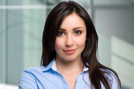 Photo pour Beautiful businesswoman portrait - image libre de droit