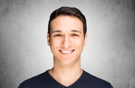 Photo pour Man smiling - image libre de droit