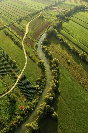 Photo pour Birds' eye view of a river and a road - image libre de droit
