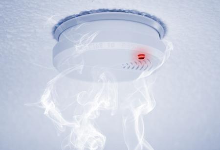 Photo pour fire detector with alert and smoke - image libre de droit