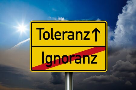 Photo pour Road or traffic sign with german words for tolerance and ignorance - image libre de droit