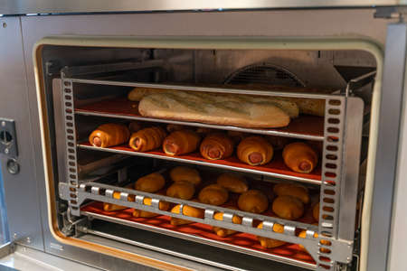 Photo pour pies and buns are baked in the oven - image libre de droit