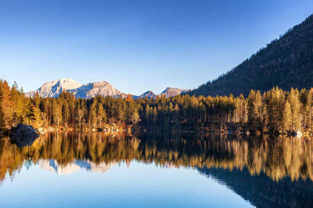 Foto per Autumn day at Hintersee, a part of the municipality of Ramsau near Berchtesgaden. - Immagine Royalty Free