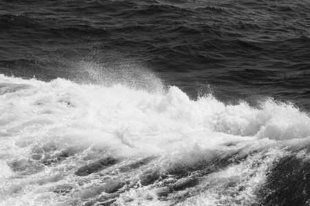 Photo pour Blue water on the surface of the Pacific Ocean. Natural background. Toned. - image libre de droit