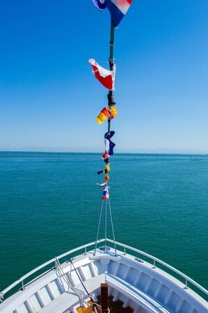 Photo pour The nose of the yacht on a background of blue sea in detail - image libre de droit